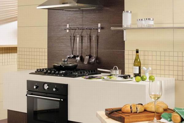 976a21c9ffb2 Kuchyňské linky jsou vytvářeny v nějakém stylu a proto je nutné styl  podlahy a stěn přizpůsobit dané kuchyni. Asi by nebylo dobré retro kuchyň  obložit ...
